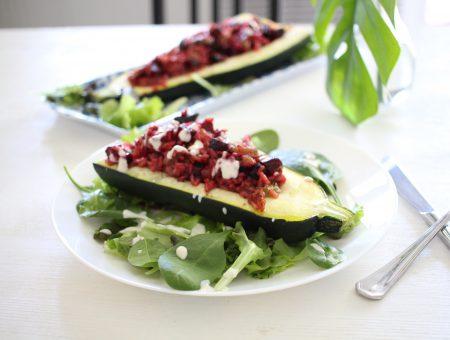 Zucchini gefüllt mit Rote-Rüben-Risotto